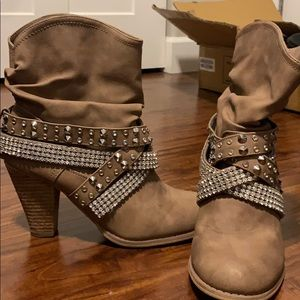Note rated size 10 bling booties